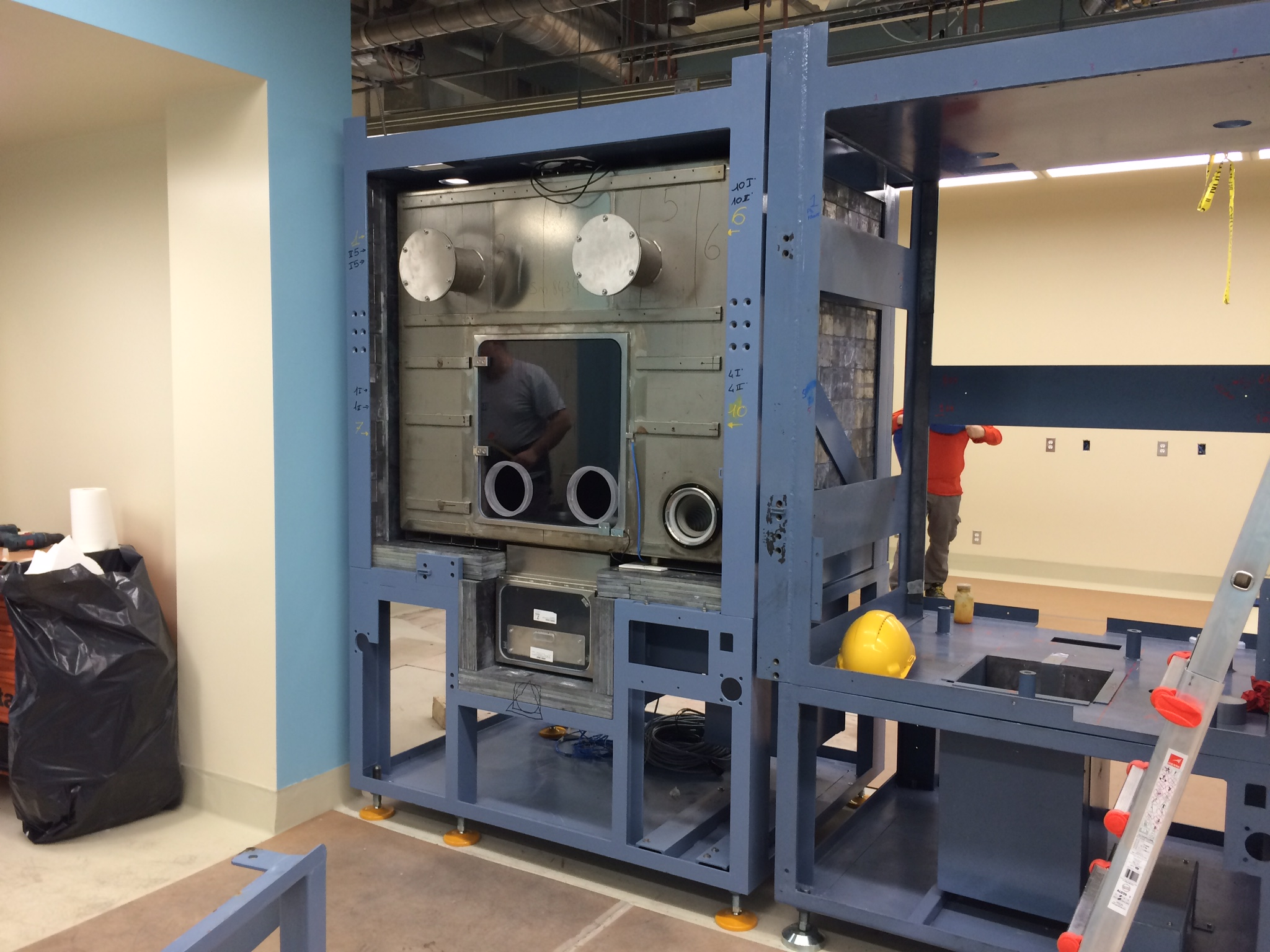 Installation of hot cell in Research Lab