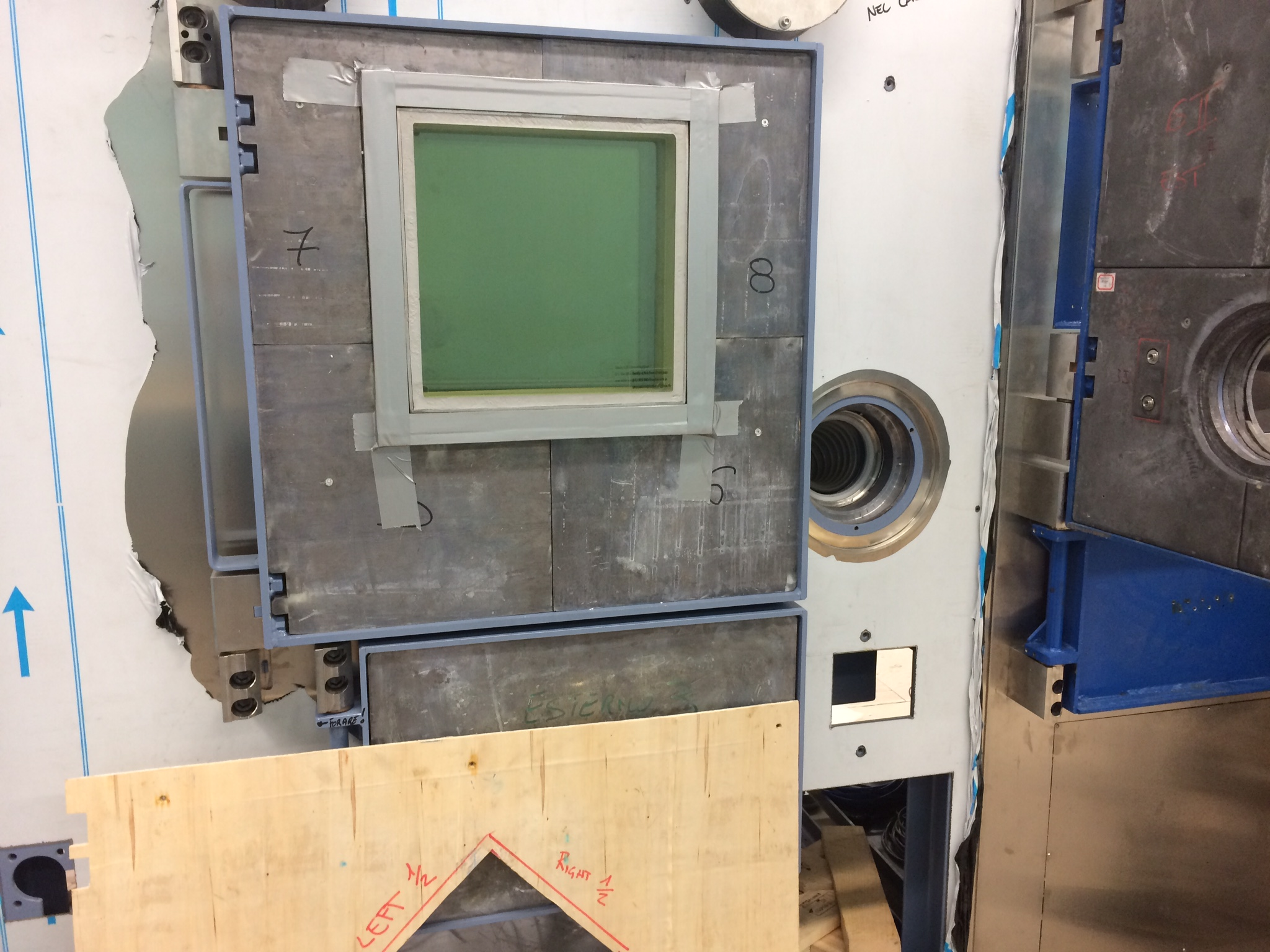 Lead door and lead glass on hot cell